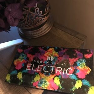 NEVER USED! Urban Decay Electric Palette